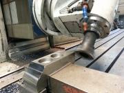 Frézování nože na drtič na CNC frézce s vykloněnou hlavou